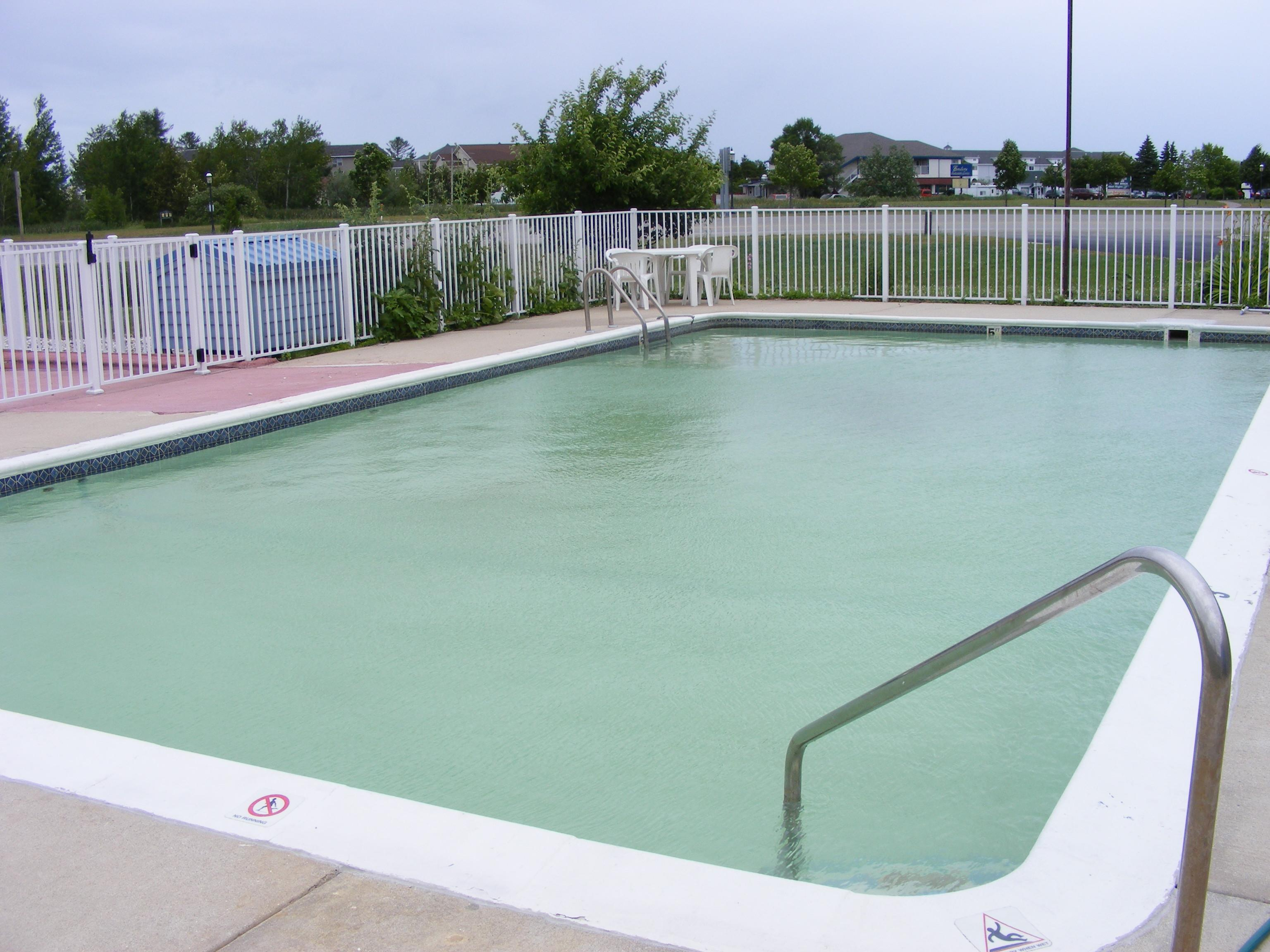 Great Lakes Inn Outdoor Pool