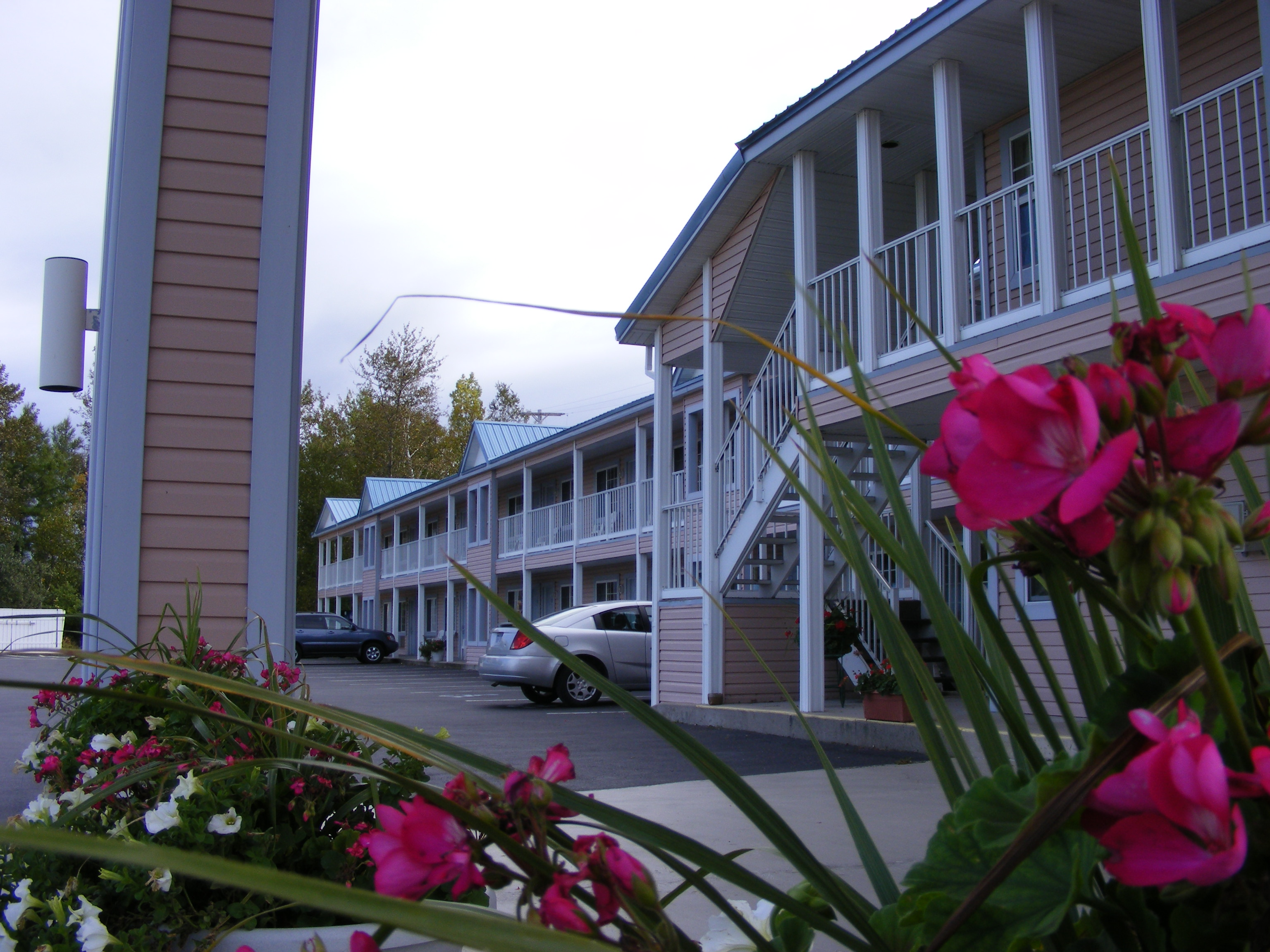 Great Lakes Inn Carport and Building